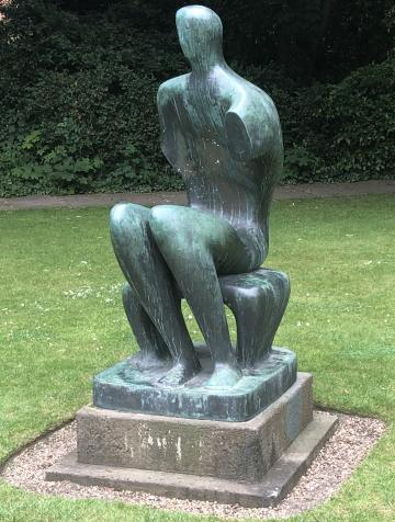 Fred (Seated Man), Henry Moore, 1949 (cast 1964), Leckhampton, Corpus Christi College, Cambridge